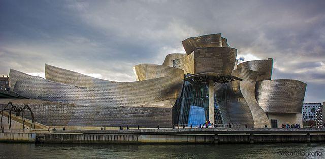 Daytime 640px-Museo_Guggenheim_Bilbao _Bilbao._(23811575351)